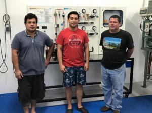 Après l'examen M. Nautre Hoarai, accompagné des deux formateurs mécanicien du CMMPF , a effectué une visite ses installations électrotech, froid et hydraulique du Centre.